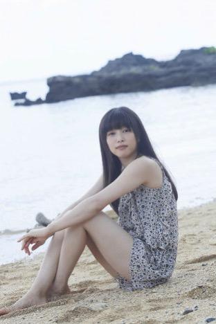 桜井日奈子初写真集 沖縄で魅せた!制服姿やセクシーカットも